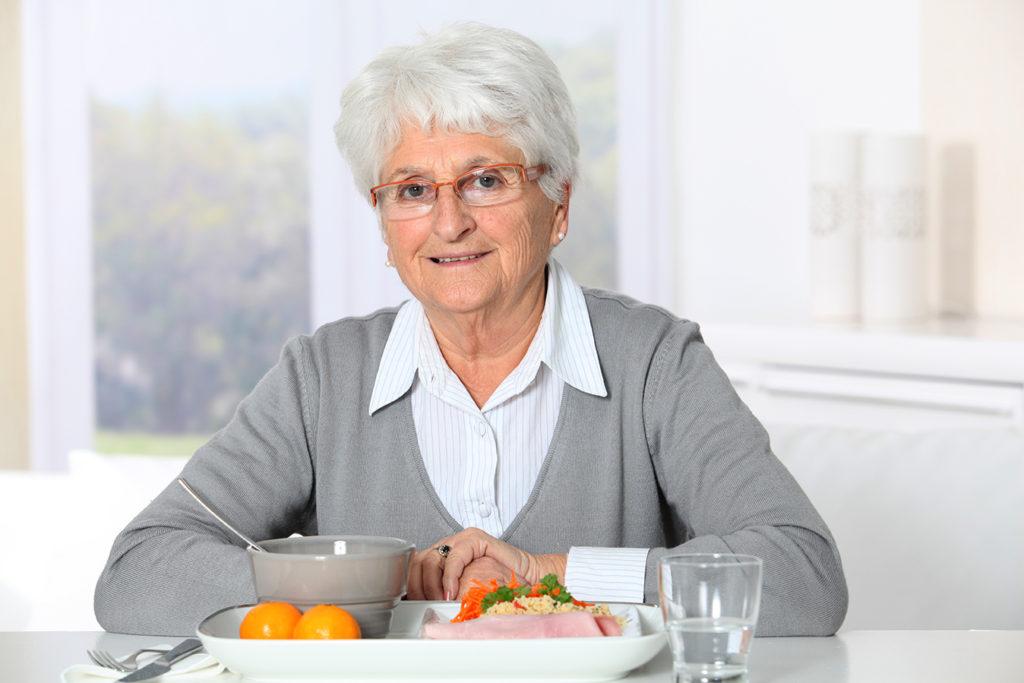 elderly-woman-breakfast